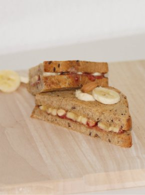 Peanutbutter-Jelly Sandwich with Bananas and Almonds
