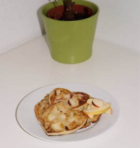 Simple and Quick Apple Pancakes